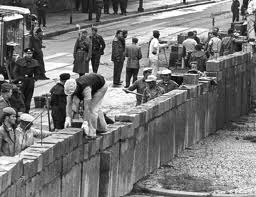 Berlin Wall Construction